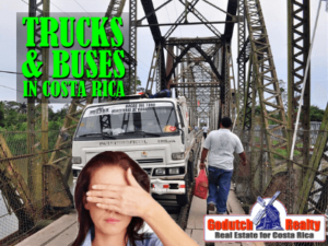 The behavior of trucks and buses in Costa Rica