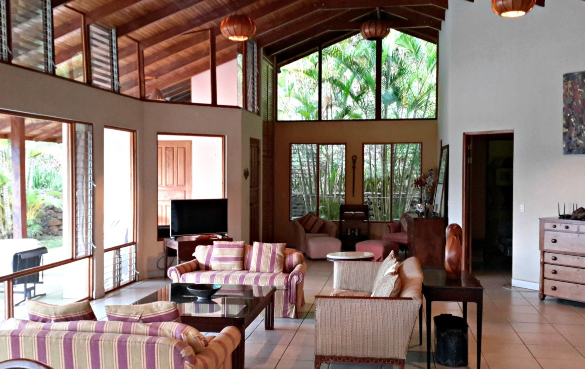 Under Contract Unique Spacious Atenas Home With Guest House Art - Living-room-art-property