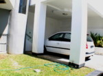 21MP-Front-yard-and-parking.jpg